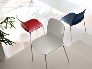 Hokery, włoskie krzesła i meble