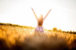 849-woman-raises-her-hands-to-God-in-worship-600x399