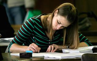 Studentka: Zdana sesja na studiach