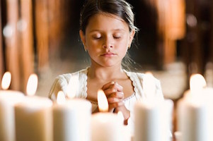 Kindergartner-praying-girl-665x385
