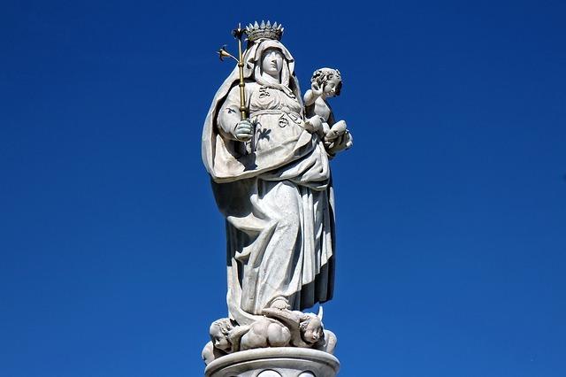Grazia: Tylko z Maryją zwyciężymy