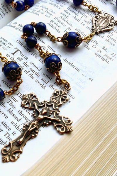 Czcicielka Maryi: Opieka Maryi